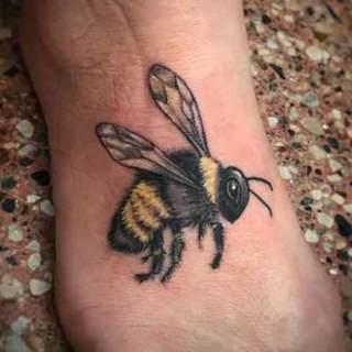 Tattoo: lifelike bumblebee